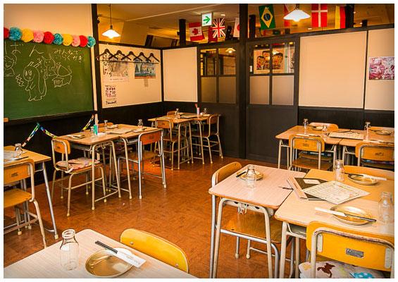 個室居酒屋 6年4組:懐かしい小学校教室